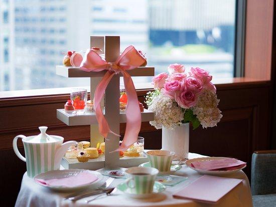 Lobby Lounge: Pink Afternoon Tea