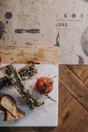 Lobo Social Club Medellín - Proteínas preparadas con tecnología™️, a base de marinados especiales y cocción lenta.