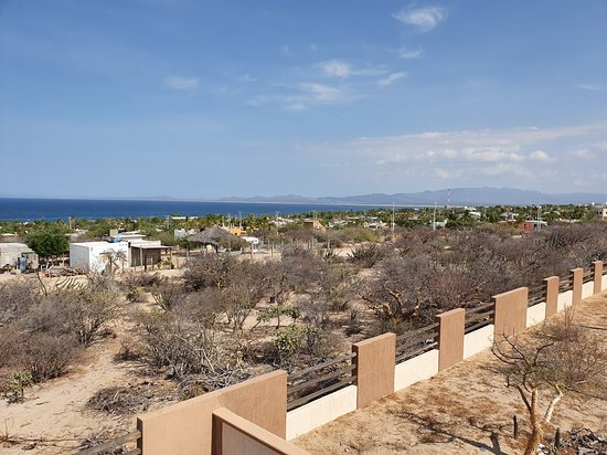 El Sargento, Mexique : From the rooftop we could see the Sea of Cortez
