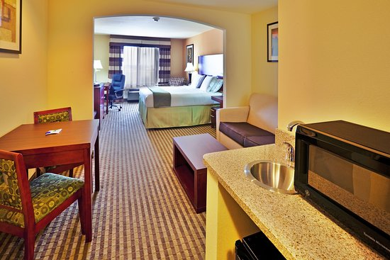 Holiday Inn Express Hotel & Suites Perry: Suite