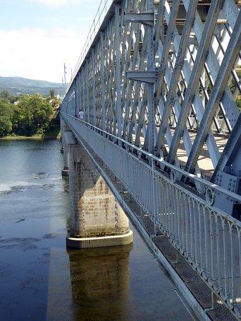 Ponte Internacional Tui-Valenca med gångbana på utsidan