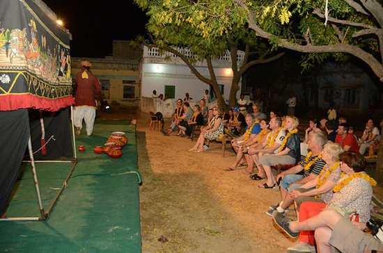 Enjoy the puppet show with local peoples.