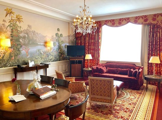 Isadora Duncan Signature Suite - Livingroom and dining area.
