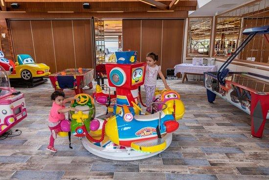 Narlidere, Türkei: Boğaziçi Restaurant Narlıdere Oyun Salonumuz
