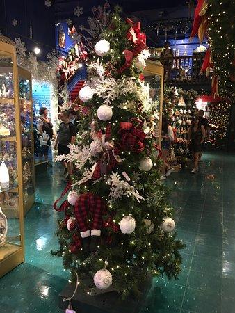 Albero Di Natale Quebec.Albero Di Natale Picture Of Boutique De Noel De Quebec Quebec City Tripadvisor