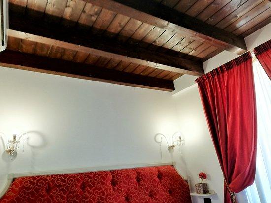 Hotel Villa Calliope: Particolare del soffitto in legno.