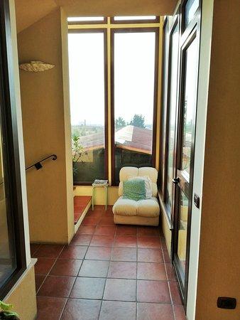 Hotel Villa Calliope: Corridoio con vista.