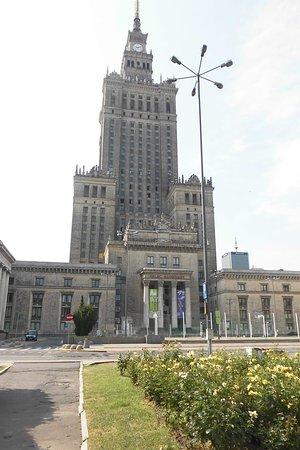 Palace of Culture and Science: il palazzo e i suoi dintorni