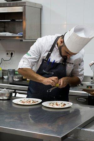 Juan Pablo Ortíz, un joven chef con una gran trayectoria profesional.