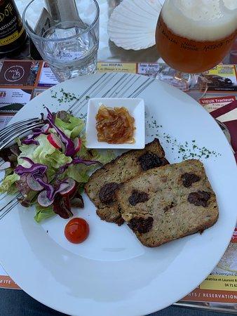 Pounti, C'est un pâté composé de farine de froment (ou de seigle) mélangée à des œufs et du lait, de feuilles de blette, de lard et de pruneaux.