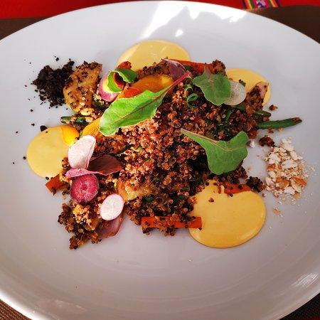 Plat de quinoa, très joli mais peu copieux et mériterait d'être plus épicé.