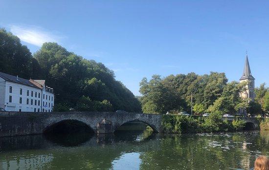 Les Croisieres Mosane: zicht op Romeinse brug