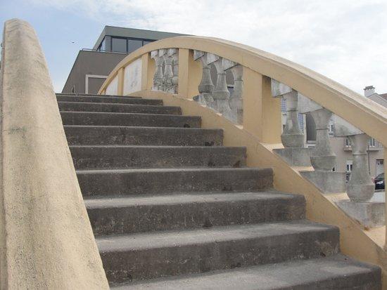 Ponte dos Carcavelos: Degraus da ponte