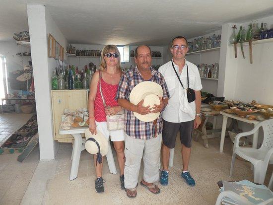 Autre Tunisie Day Tours: Mohsen à Zarzis et son musée