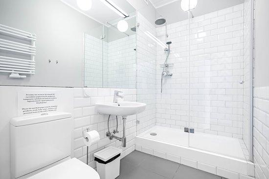 łazienka w pokoju 2-os Premium