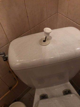 Toilette auf dem Gang, wird mit mehreren Zimmern geteilt