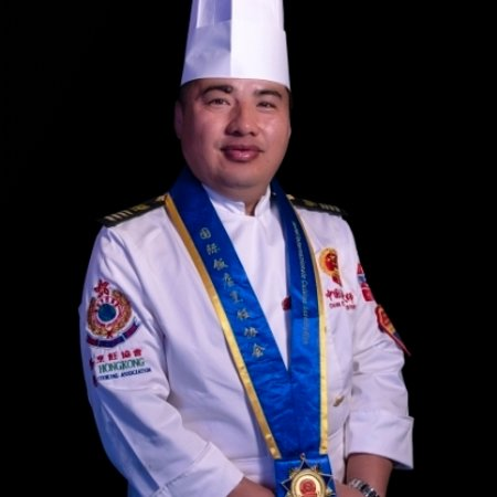 Mr Guohui Liu, Chinese registered culinary master certified Chinese Master Chef, grew up in Heilongjiang and graduated from Fujin Cookery School in 1993. He was awarded Master Chef in 1996 after studying Haute Seafood Cuisine in Dalian. Since then, Mr Liu has worked as head chef and executive chef in a number of hotels in China, such as Huafu International Hotel, Shenyang Kelong Hotel, Jinjian Hotel and Kailai Hotel. In 2005, he came to Cambridge, UK and worked in the sector of food & beverage m