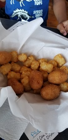 Cross Roads, Τέξας: Kid's mini corndogs + tots