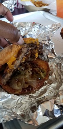 Cross Roads, Τέξας: Bacon Cheeseburger w/onions - good