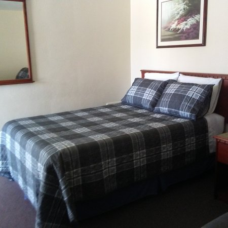 Windsor, MO: We've upgraded our bedding including new pillows and comforters!