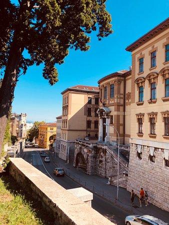 Rijeka portowe miasto w Chorwacji, które zachowało ciekawą zabudowę i nieco industrialny klimat. Warto odwiedzić