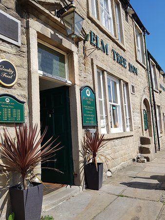 Embsay, UK: Front of the Elm Tree Inn