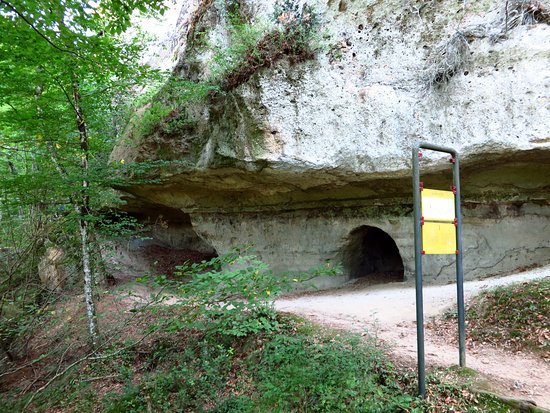 Parco Archeologico Citta del Tufo: Tombe nel settore 2 della necropoli di Sovana