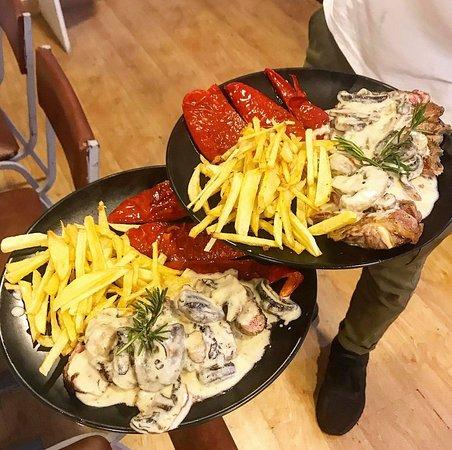 Qué Maravilla: Solomillo con salsa champiñones / Sirloin steak with mushroom sauce