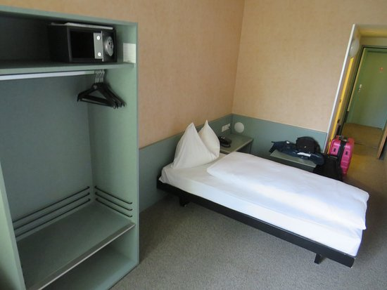 A single room with one twin bed.