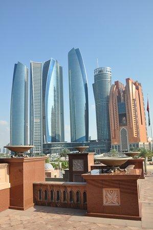 Emirates Palace: Simbolo della cultura e della richezza del paese