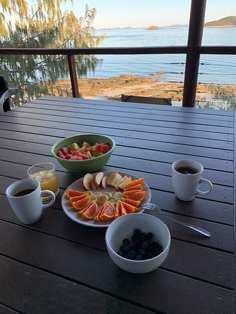 Pumpkin Island: Breakfast and view from Pebble Point