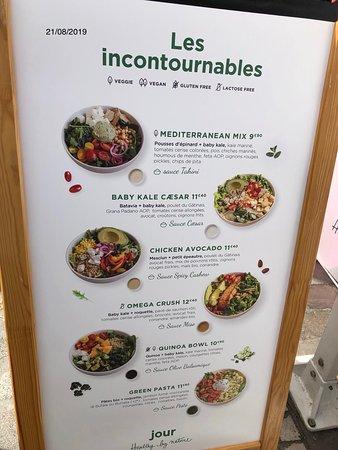 Les salades incontournables chez Jour - Bercy, 45 Cour Saint-Émilion, Bercy Village, Paris 12ème
