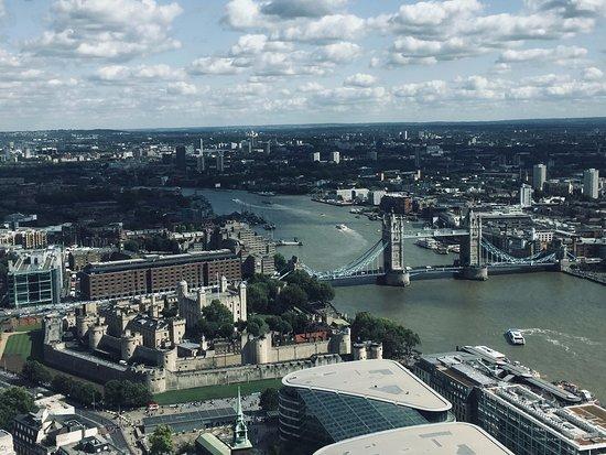 Sky Garden: Vue sur le Tower Bridge et la Tour de Londres depuis le 35e étage