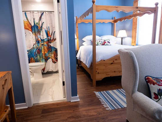 Lindsborg, KS: Swedish pine Queen canopy bed with over-sized chair perfect for cuddling while watching TV. Private all new bathroom with walk-in shower and whimsical shower curtain.