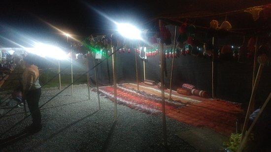 Pasangan Caravansary: اقامت شبانه در سیاه چادرهای پاسنگان
