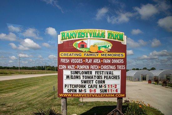 Harvestville Farm sign
