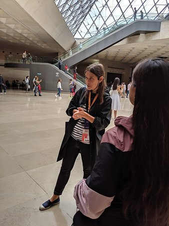 Semi-Private Louvre Museum Tour with Skip-the-Line Entry - Group of 12 max: Nev