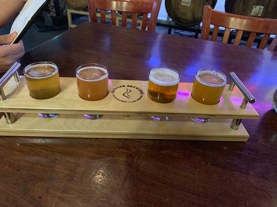 Las Vegas: Fremont Street Experience Evening Drink Tour: Flight at Banger Brewing Company