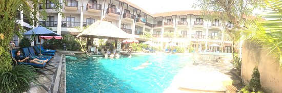 Pool Area & Swim up bar