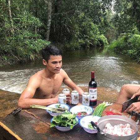 Phnom Kulen National Park: សាយ័ន្តសួស្ដីអ្នកទាំងអស់គ្នា😍!!  កម្រងរូបភាពដ៏ស្រស់ស្អាតពីកន្លែងបោះតង់នៅលើខ្នងភ្នំគូលែនកាលពីម្សិលមិញ🏕🌳🍀🏕។  ⛺️ចង់សម្រាកលំហែកាយនៅកន្លែងដ៏ស្រស់ត្រកាលបែបនេះទេ?