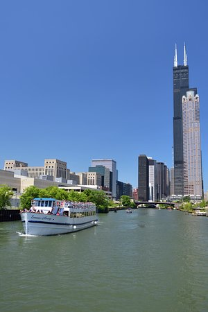 Chicago Architecture River Cruise: Some scenes can only be seen from the cruise boat.