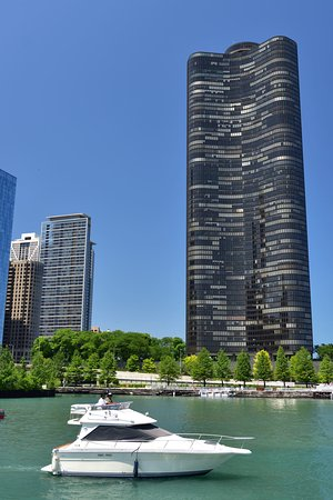Chicago Architecture River Cruise: A yacht always makes things look more luxury!