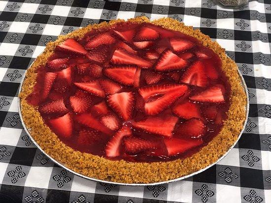 Apple Basket: Kari's homemade strawberry pie