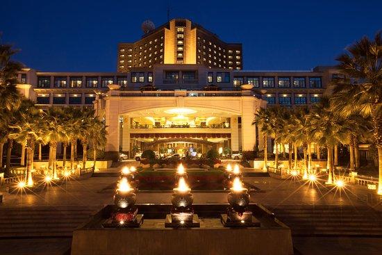 Green Lake Hotel: 广场夜景