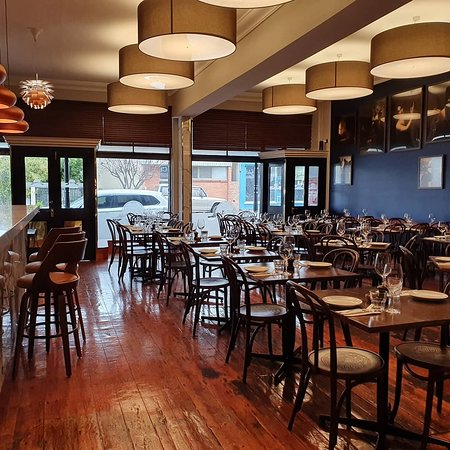 Izzys Restaurant Bar and Grill