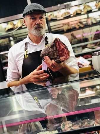 Trupp- The Chefs Table Cooking School: Visit Gary the Butcher on a market tour with our Meats A to Z class!