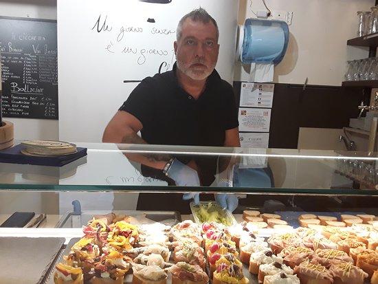 Osteria il Cicchetto: Il titolare Francesco fratello del titolare pasticceria Miledy famosa per l'alta qualità dei dolci la qualità per cultura