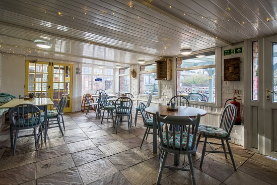 Mabel's Tearoom: Our dog friendly conservatory.