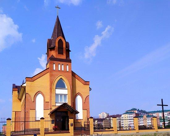 Roman Catholic Church: Фасад храма