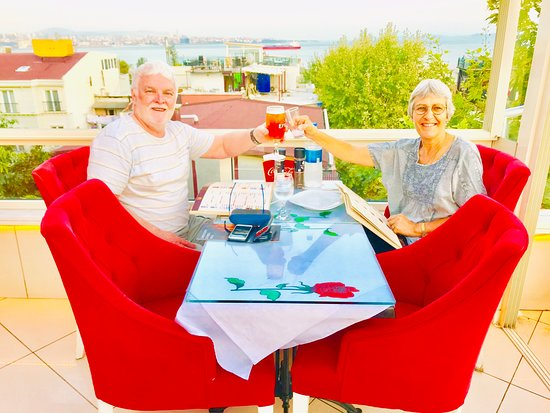 Sultanahmet Terrace Restaurant  Aura Terrace Restaurant  Misafirlerimizin Gülümsemesi Bizi Mutlu ediyor..